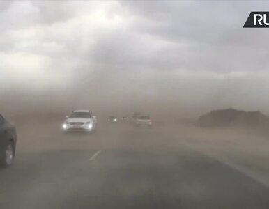 """""""Mad Max"""" na szosie w Rosji. 39 osób rannych w burzy piaskowej"""