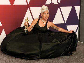 """""""Shallow"""" z Oscarem dla najlepszej piosenki. Lady Gaga i Bradley Cooper..."""