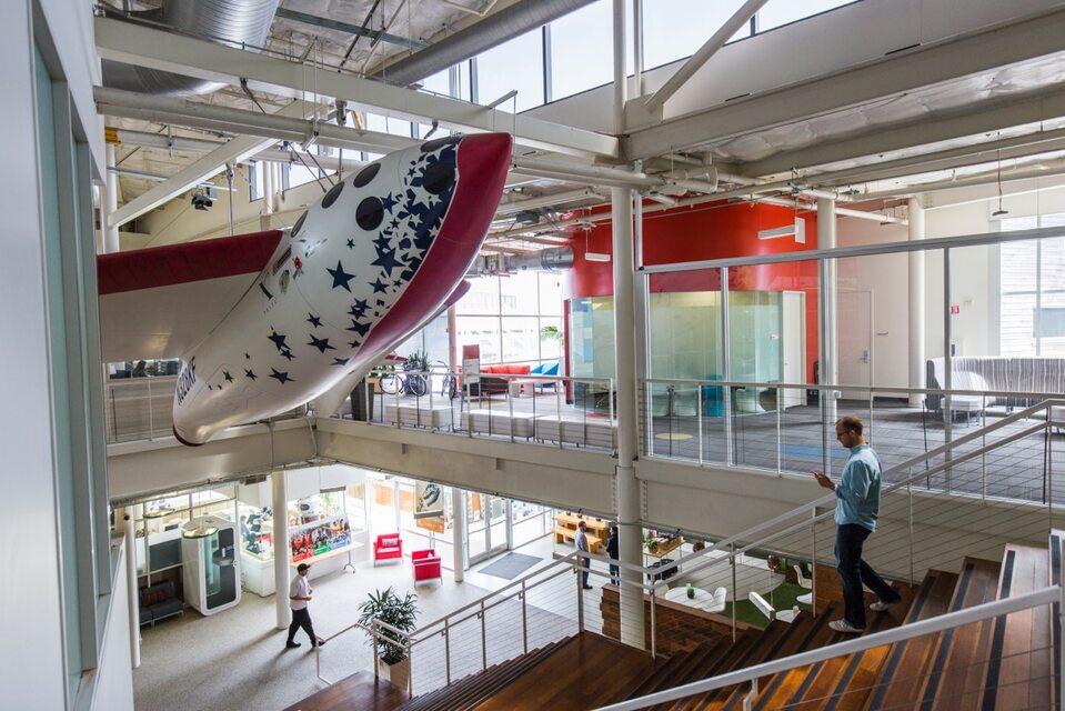 Biuro firmy Google w Mountain View w Kalifornii jest obiektem zazdrości pracowników biurowych na całym świecie