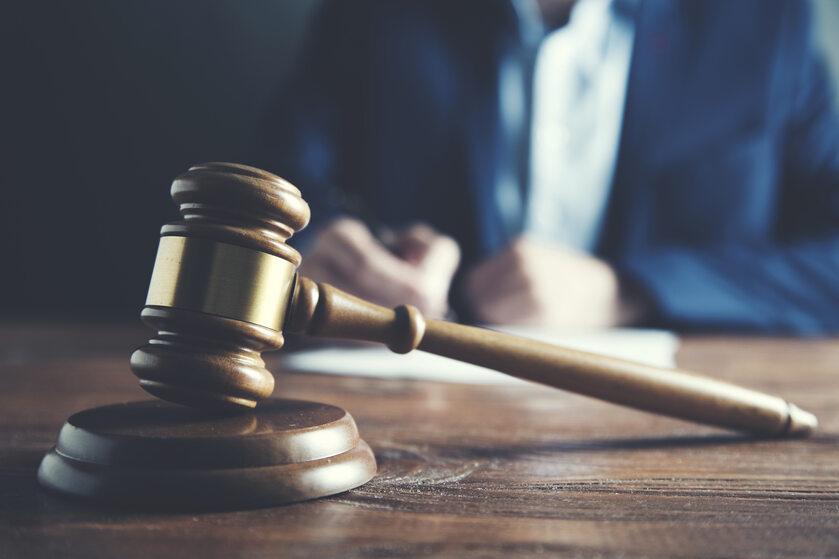 Akt oskarżenia, sąd, zdj. ilustracyjne