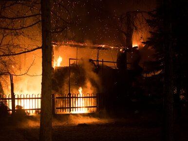 Pożar warsztatu na Mokotowie. Ogień przeniósł się na dom mieszkalny