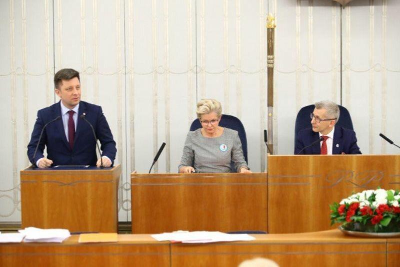 Szef KPRM Michał Dworczyk na posiedzeniu senackich komisji