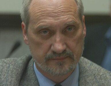 Macierewicz na konferencji PiS o śmigłowcach dla armii