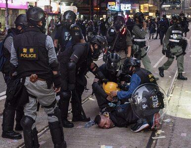 Hongkong. Policjant postrzelił jednego z protestujących podczas...