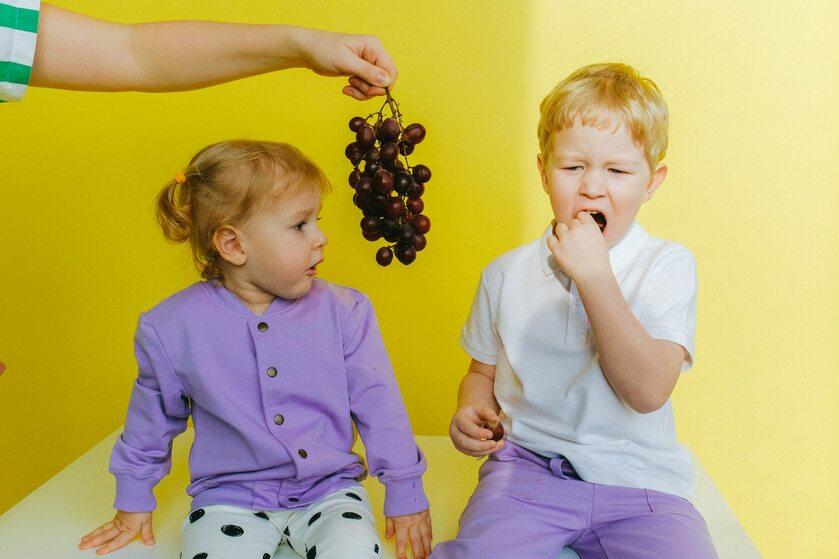 Dzieci i winogrona
