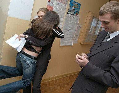 Maturzyści piszą egzamin z języka francuskiego