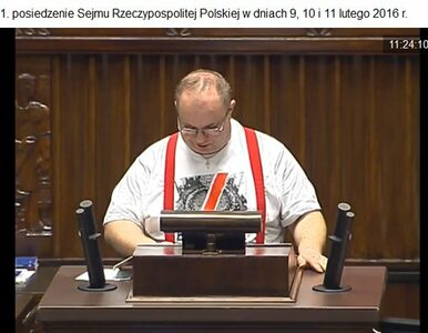 Poseł Kukiz'15 w kontrowersyjnym stroju w Sejmie