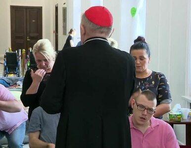 Metropolita warszawski modlił się z protestującymi w Sejmie. Zapewnił...
