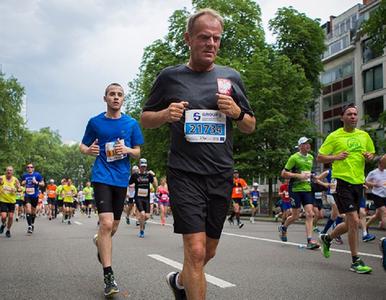 """Tusk wziął udział w biegu na 20 km. """"Było to o wiele łatwiejsze niż..."""