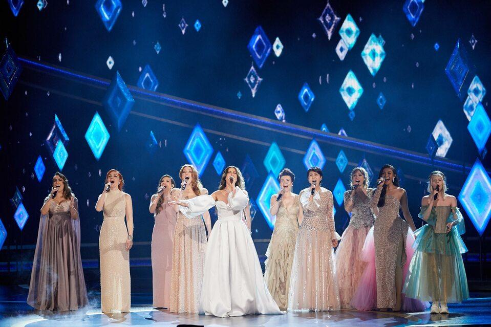 Występ Kasi Łaski (5. od prawej) na 92. ceremonii wręczenia Oscarów
