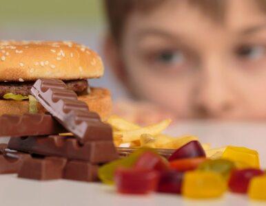 Polskie dzieci jedzą śmieci