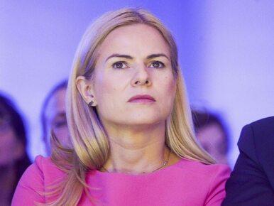 Joanna Schmidt wwiozła na teren Sejmu dwie osoby. Były ukryte w bagażniku