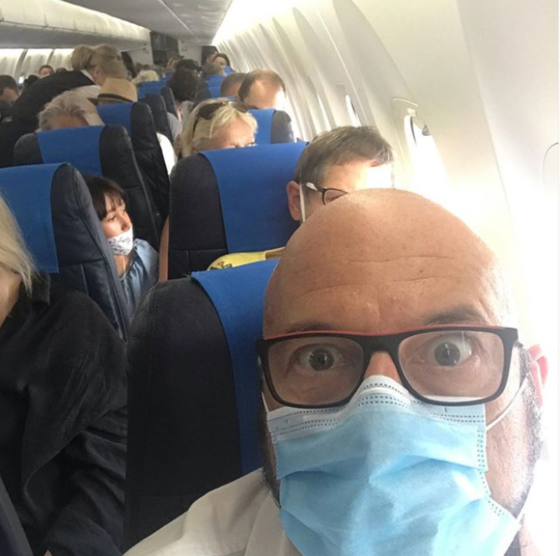 Piotr Gąsowski na pokładzie samolotu