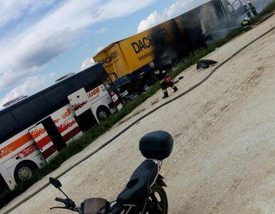 Koszmarny wypadek koło Częstochowy. Zderzyły się TIR-y i autokar. Są...