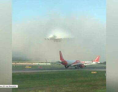 Ogromny samolot pojawił się znikąd. Spektakularne lądowanie na lotnisku...