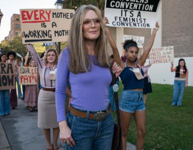 """The Glorias"" – film o ikonie feminizmu ze zwiastunem. Julianne Moore i..."
