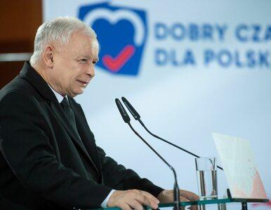 Nieznane zdjęcie prezesa PiS. Kokarda i papieros w ręku. Rzecznik rządu...