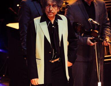Bob Dylan odebrał Nagrodę Nobla w czarnej bluzie z kapturem