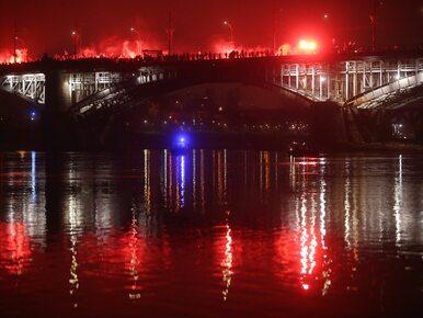 Morze ludzi i flag, dym z rac. Zdjęcia z Biało-Czerwonego Marszu w...