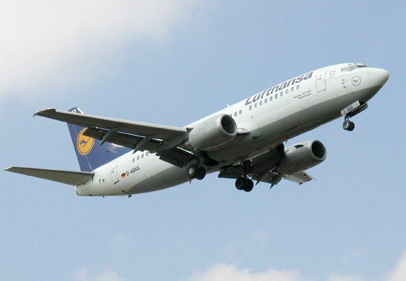 Boeing 737-300 w barwach Lufthansy