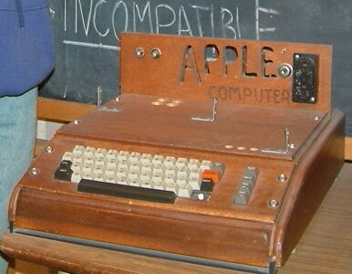Komputer zrobiony w garażu Jobsa wart... 500 tys. dolarów