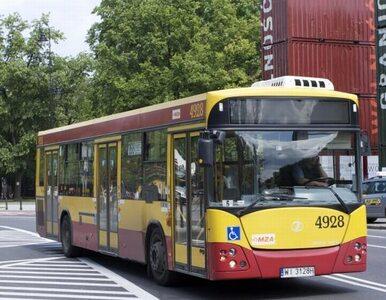 Zderzenie autobusu miejskiego i osobówki. Kierowca w szpitalu