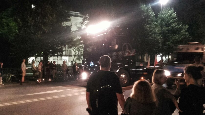 Tir w Alejach Ujazdowskich doganiany przez policję