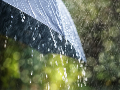 Pogoda w poniedziałek. Opady deszczu i chłodny wiatr