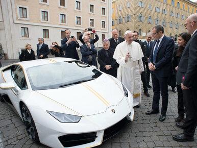 Lamborghini papieża Franciszka sprzedane za kosmiczną sumę. Wiemy, gdzie...