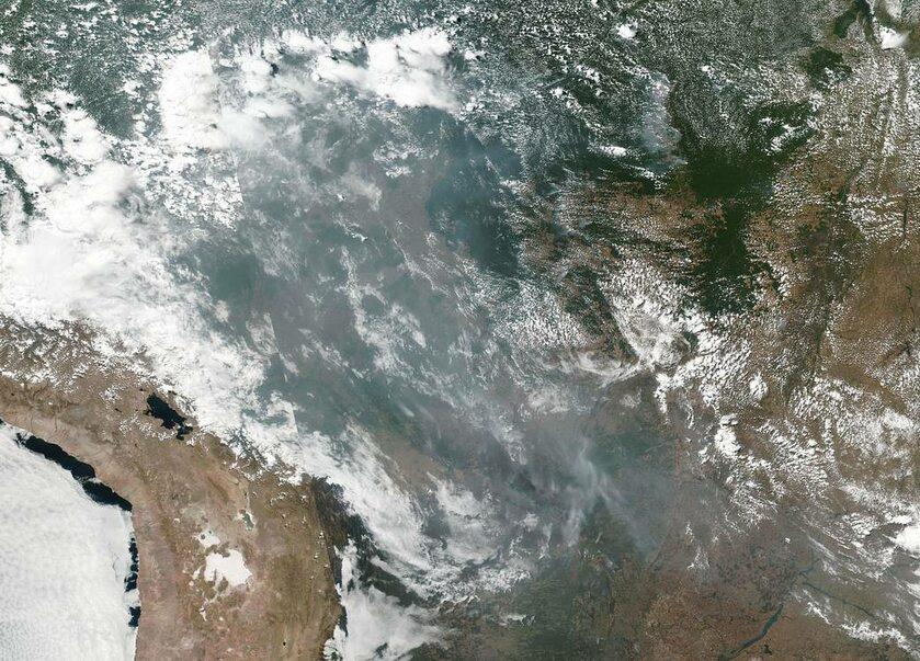 Dym nad Ameryką Południową z 20 sierpnia
