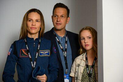 """""""Rozłąka"""" nowy serial Netfliksa z Hilary Swank w roli astronautki"""
