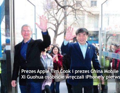 Prezes Apple wręcza iPhone'y Chińczykom